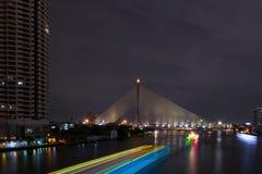 Sikt för Cityscapebroflod Royaltyfria Foton