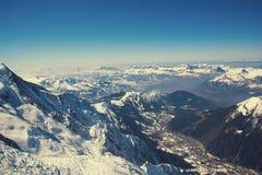 sikt för dal för flyg- för aiguillechamonix destination för du midi maximum för berg panorama- populär touristic Populär touristi Royaltyfri Bild