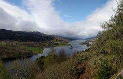 Sikt för drottning` s, fjord Tummel, Skottland royaltyfri bild