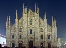 Sikt för DuomodiMilano natt Arkivbild