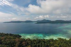 Sikt för fågelöga av den Surin ön, Thailand Royaltyfri Fotografi