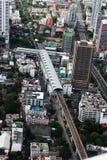 Sikt för fågelöga av huvudvägar i den Bangkok staden Arkivfoto