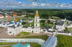 Sikt för fågelöga på den Tobolsk Kreml i sommardag Arkivbild