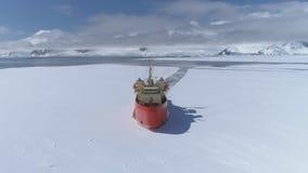 Sikt för framdel för Antarktis isbrytareskyttel flyg- arkivfilmer