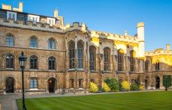 Sikt för gård för Clare högskola inre, Cambridge Arkivfoto