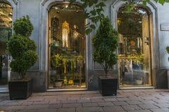 Sikt för gata för Milano stadsmitt Royaltyfria Foton