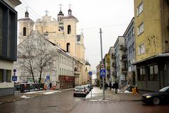 Sikt för gata för Vilnius gammal centrumvinter Royaltyfri Bild