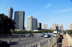Sikt för Guangzhou stadsgata och cityscape, stads- plats, mordern stadslandskap i Kina Arkivbild