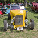Sikt för gul Ford Roadster för 1938 främre Royaltyfri Fotografi