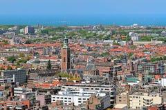 Sikt för hög vinkel av Haag med Grote av Sint-Jacobskerk, Nederländerna Arkivfoto