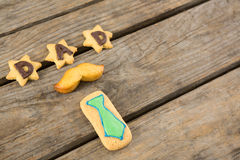 Sikt för hög vinkel av kakor med farsatext Royaltyfria Bilder