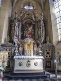 Sikt för högt altare i St Clemens Church i Heimbach, norr Rhen-Westphalia Tyskland arkivfoto