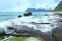 Sikt för Haukland strandsommar (Norge, Lofoten). Arkivbilder