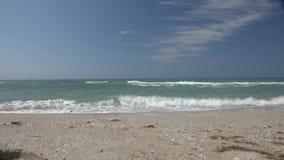 Sikt för hav för ultrarapid för moln för himmel för kustbränningblått vit stock video