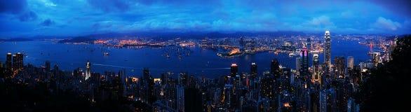 sikt för Hong Kong nattpanorama Arkivbild
