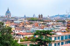 Sikt för horisont för Rome cityscape stads- från över med massor av historia, konster, arkitektur och dragningar arkivbild