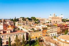 Sikt för horisont för Rome cityscape stads- från över med massor av historia, konster, arkitektur och dragningar arkivfoton