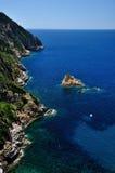 Sikt för Isola dellaCappa berg, Giglio ö, Italien Arkivbilder