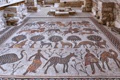 Sikt för Jordanien 19-09-2017 för monteringsNebo museum av ett urgammalt intakt mosaikgolv i museet av monterings-NeboJordanien I royaltyfri foto