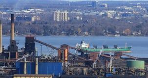sikt för 4K UltraHD av den Hamilton hamnen från den Niagara brant sluttning med sjöfraktbåten lager videofilmer