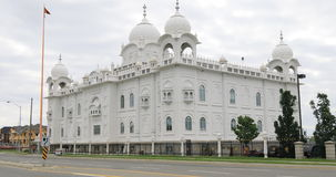 sikt för 4K UltraHD av den sikh- templet Gurdwara Dashmesh Darbar i Brampton, Kanada lager videofilmer