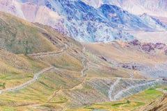 Sikt för Khardung laväg från den norr Pulluen, Ladakh, Indien Royaltyfri Foto