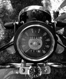 Sikt för klassiskt mått för tappningmotorcykel bästa i svartvitt Royaltyfria Foton