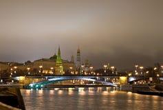 sikt för kremlin nattflod royaltyfri fotografi