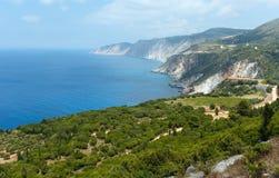 Sikt för kust för Ionian hav för sommar (Kefalonia, Grekland) Royaltyfri Foto