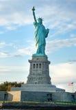 Sikt för låg vinkel av en staty, staty av frihet, Liberty Island, N Arkivbild