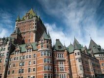 Sikt för låg vinkel av ett hotell, ChateauFrontenac hotell, Quebec City, Arkivbilder