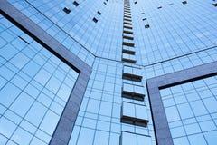 Sikt för låg vinkel av högväxta kontorsbyggnader Royaltyfri Foto