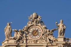 Sikt för låg vinkel av statyer Royaltyfri Fotografi