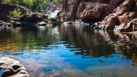 Sikt för låg vinkel på Edith Falls, nordligt territorium, Australien Royaltyfri Bild