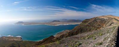 Sikt för LaGraciosa ö från Lanzarote Royaltyfri Foto