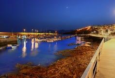 Sikt för Lanzarote Puerto del Spårvagnsförare hamnnatt Royaltyfri Fotografi