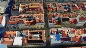Sikt för Lissabon Portugal flyg- timelapsepanorama av dagen Summmer 4K för röda tak för stadsmitt den soliga arkivfoto