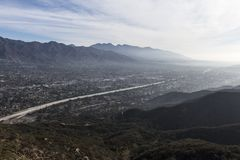 Sikt för Los Angeles Kalifornien bergstoppdal royaltyfria foton
