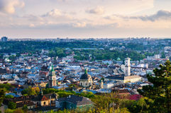 Sikt för Lviv gammal stadsafton royaltyfri bild
