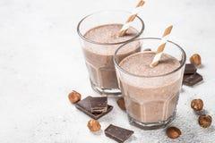Sikt för milkshake eller för smoothie för chokladkokosnöthasselnöt bästa royaltyfri foto