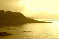 Sikt för Misty Black Sea kustmorgon Arkivbild