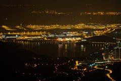 sikt för natt för flygplatshong internationell kong Royaltyfri Foto