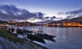 Sikt för natt för Oporto flod klassisk Arkivbilder