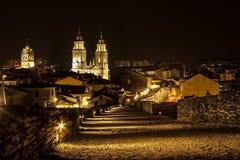 sikt för natt för stadsexponering lång Arkivfoton