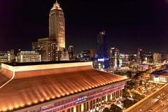 Sikt för natt Taipei för huvudsaklig station Arkivbilder