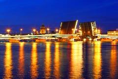 sikt för nattpetersburg st Ryssland Arkivfoton