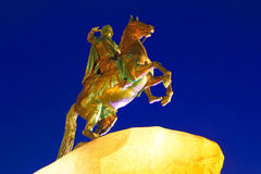 sikt för nattpetersburg st Ryssland mig monument peter till Royaltyfri Fotografi