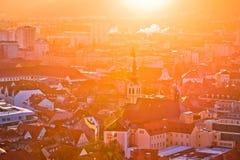 Sikt för ogenomskinlighet för sol för Graz centrum flyg- royaltyfri foto