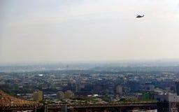Sikt för panorama för New York City Manhattan midtown flyg- med skyskrapor och blå himmel i dagen Arkivbilder