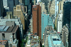 Sikt för panorama för New York City Manhattan midtown flyg- med skyskrapor och blå himmel i dagen Arkivfoto